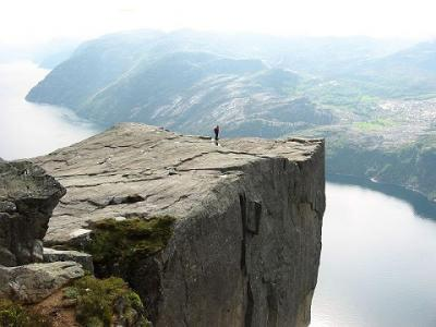 20100723163731-alone-on-preikestolen.jpg