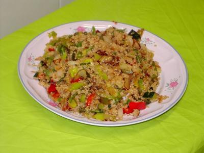 Receta de quinoa con verduras y salsa de soja.